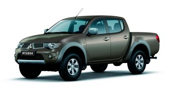 mitsubishi-l200-pickup-4th-generation-2-5-di-d-mt-4wd-136-hp-invite-s99-2013--1[1]
